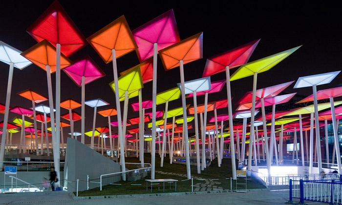 Mexický pavilon naExpo 2010 tvoří barevní draci