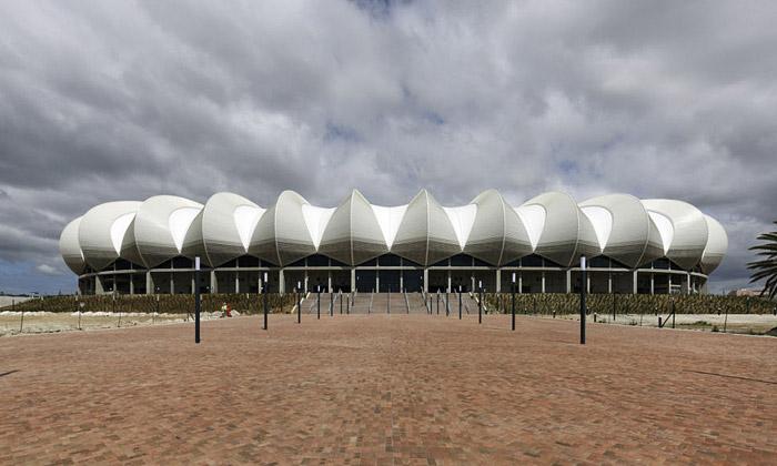 Stadion Nelson Mandela Bay má střechu jako pohoří