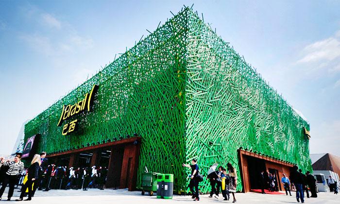 Brazilský pavilon naExpo 2010 jeobrostlý trávou