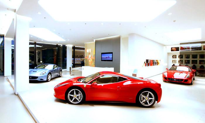 Showroom vozů Ferrari navrhovali čeští architekti