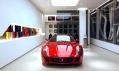 Showroom Ferrari nového konceptu v Praze