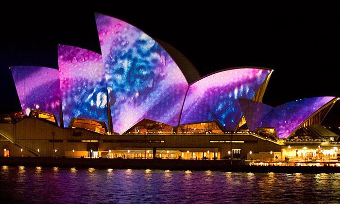 Opera vSydney jeplátnem festivalu světel Vivid
