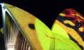 Festival světel Vivid Sydney promítá na budovu opery v projektu Lighting the Sails