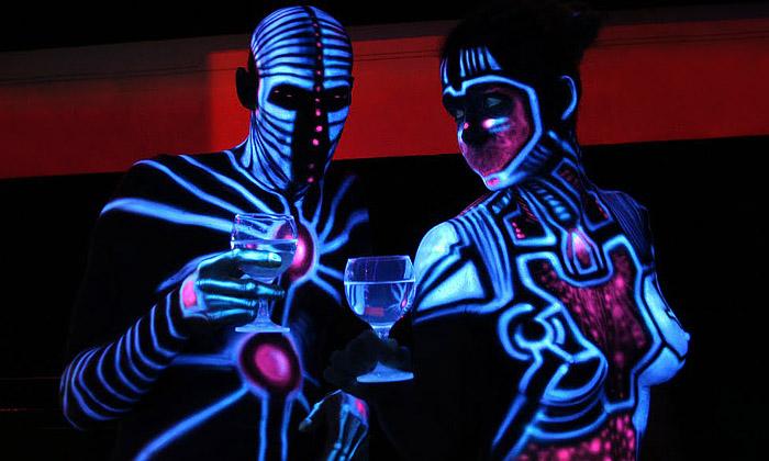 UV bodypainting unás natělech rozsvěcí Alienjedna