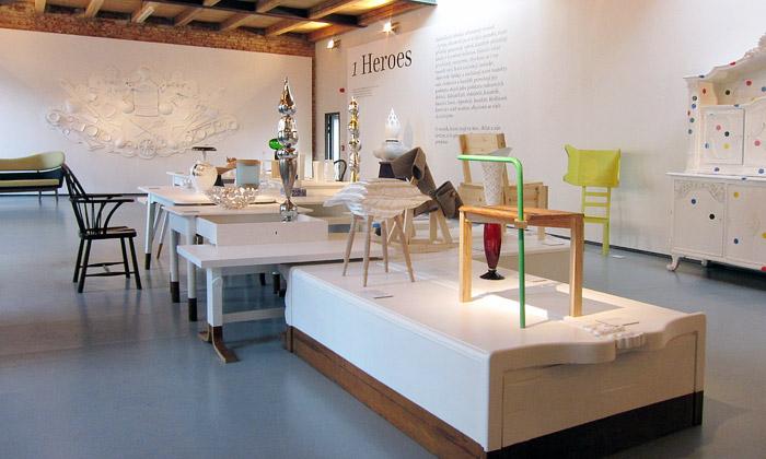 Hrdinové obsadili novou designovou galerii Křehký