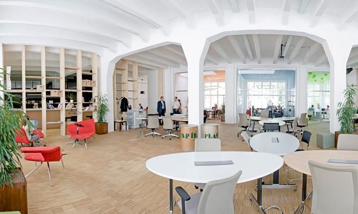 V Praze otevřen setkávací Hub dle britského vzoru