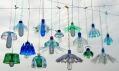 Veronika Richterová a ukázka tvorby jejích světel z PET lahví