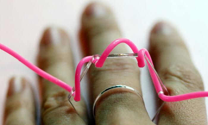 Eliška Lhotská tvoří rozmanité šperky zplexiskla