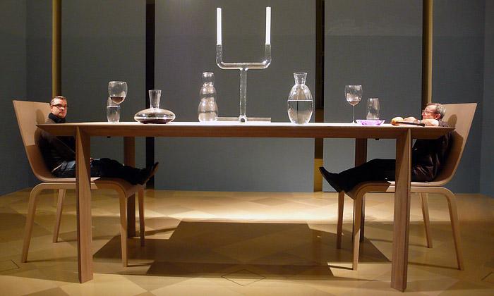 Olgoj Chorchoj navrhli stůl viděný dětskýma očima