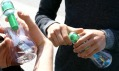 Rozdávání láhví na vodu Bobble v ulicích měst USA