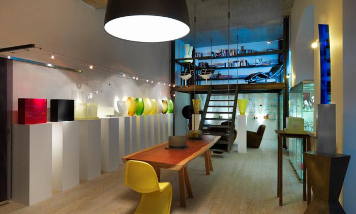Rony Plesl otevřel nový sklářský showroom vKarlíně