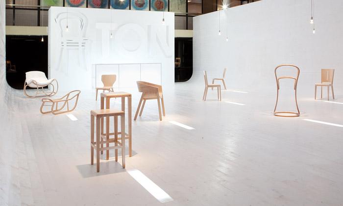 Ton představil sedm nových kusů nábytku asáňky