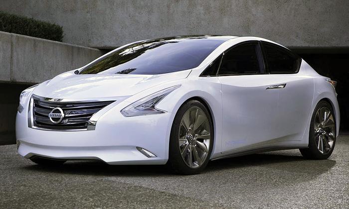 Nissan Ellure jelehce revoluční japonský sedan