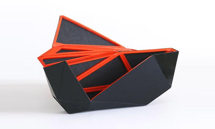 Naoki Kawamoto navrhl rozkládací kabelku Orishiki