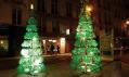 Svítící stromky zPET láhví vPaříži