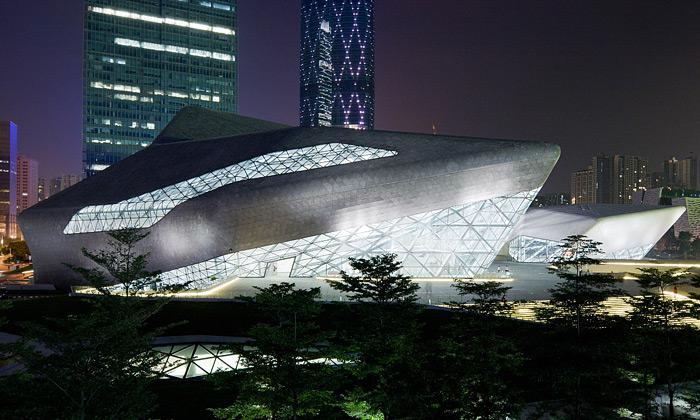 Čerstvě dokončená budova Guangzhou Opera House neboli Kantonský operní dům