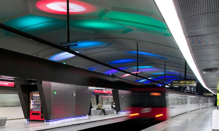 Barcelonské metro Sant Andreu zdobí světelná show