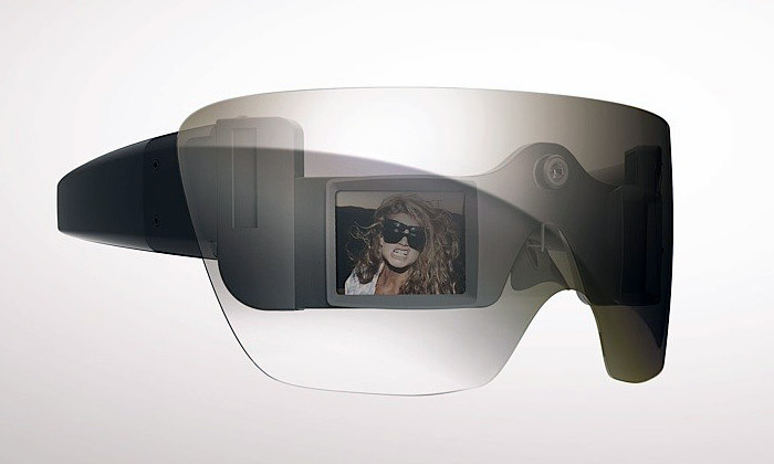 Lady Gaga navrhla pro Polaroid fotografické brýle