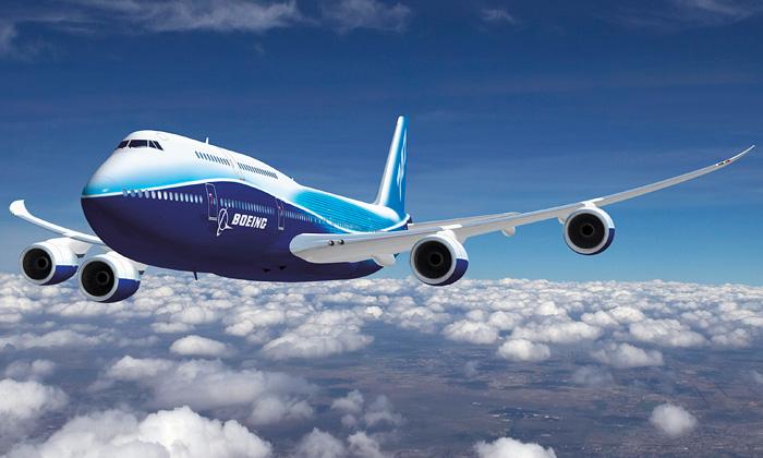 Boeing uvedl největší letadlo 747-8 Intercontinental