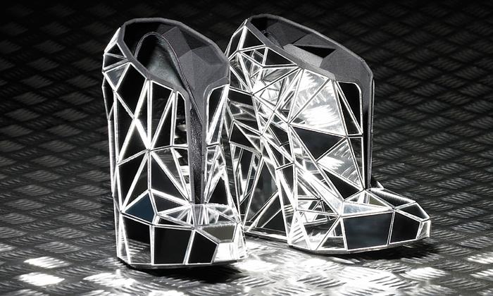 Andreia Chaves navrhla neviditelnou kolekci bot