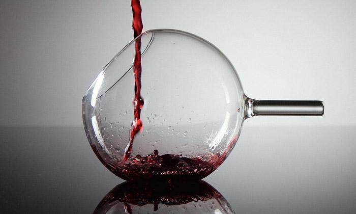 Martin Jakobsen navrhl kulaté skleničky navíno