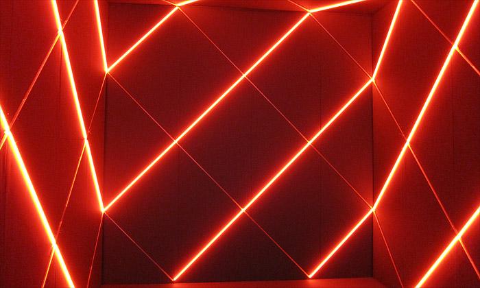 François Morellet vystavuje hry geometrie zářivek