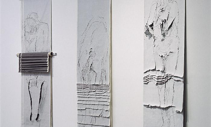 Šimotová vystavuje naKampě křehké sochy zpapíru
