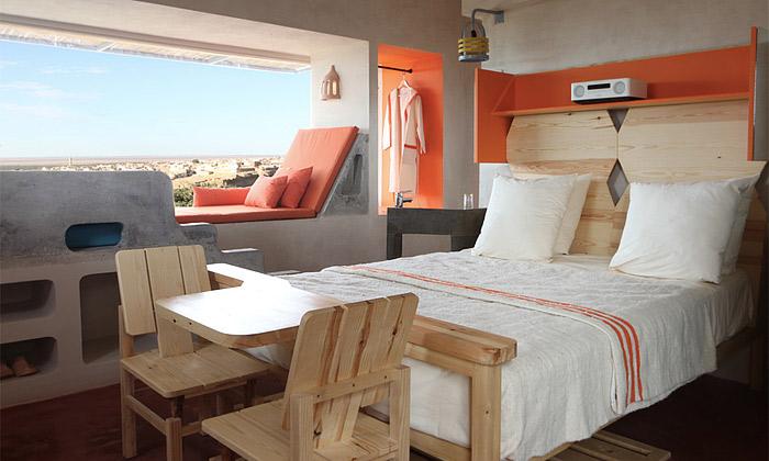Tuniský hotel Dar Hi má veselý interiér odCrasset