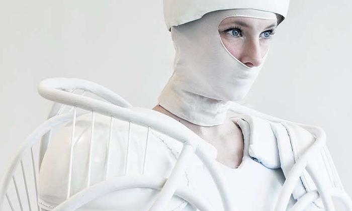 Julia Krantz provokuje experimentální bílou módou