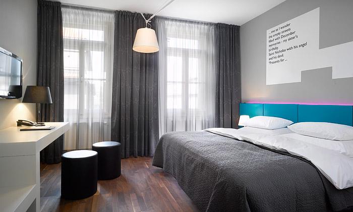 Pražský hotel Moods vytvořili dva mladí designeři