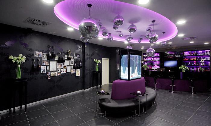 Plzeňský kadeřnický salon Portrait má nádech baru