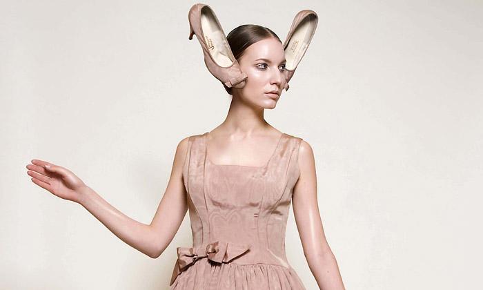 f1ff00210198 Ukázka z výstavy Glamour – Dámská společenská móda 1950—2010 ze sbírek UPM
