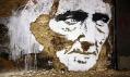 Alexandre Farto alias Vhils aukázky jeho portrétového street artu vulicích