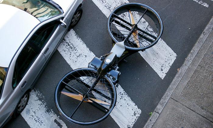 Hoverbike jevznášedlo řízené stejně jako motorka