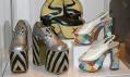 Pohled do výstavy Vrcholy módy: Historie na podpatku