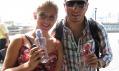 Lidé s láhvemi na kohoutkovou vodu Bobble