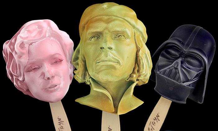 Stoyn jezmrzlina stvářemi osmi slavných postav