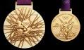 Zlatá medaile pro Letní olympijské hry Londýn 2012 z přední a zadní strany