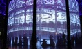 Ron Arad a jeho instalace Curtain Call v Roundhouse v Londýně