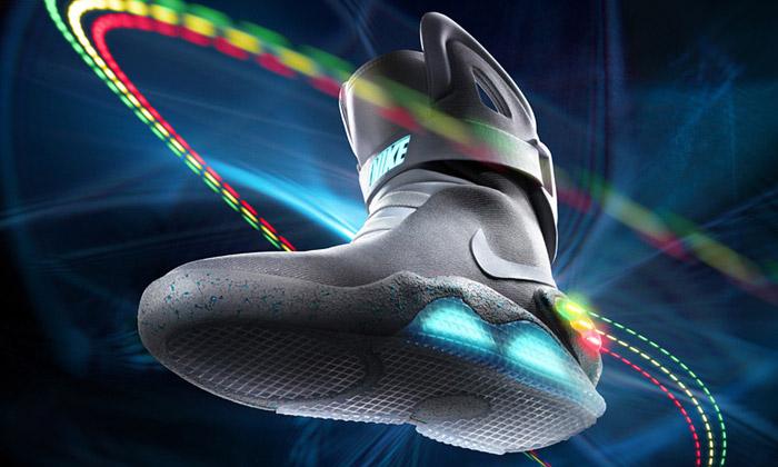 V aukci je1500 párů svítících bot Nike MAG 2011