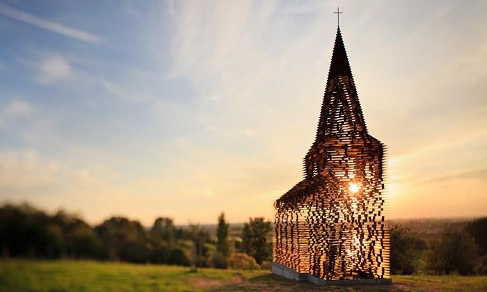 Gijs Van Vaerenbergh postavili průsvitný kostel