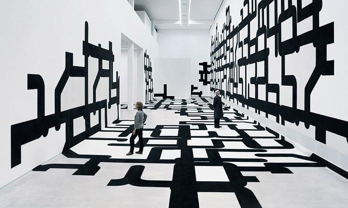 J. Mayer H. vystavili obrovskou černobílou strukturu