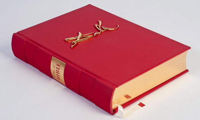 Bible silustracemi Salvadora Dalího nyní ivČesku