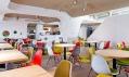 Restaurace s hřištěm Phill v Bukurešti od Nuca Studio