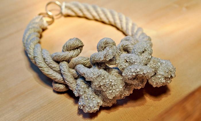 Vacek aPošta představili uzdravující šperky Virus