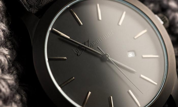 Leo Macenauer navrhl dvoje minimalistické hodinky