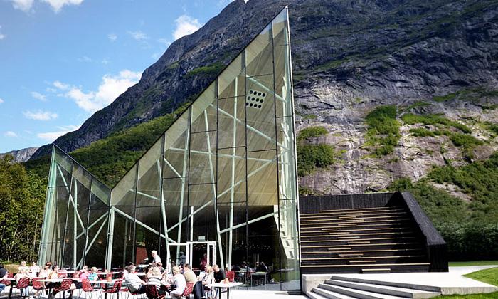 Norská restaurace Trollwall imituje horský masiv