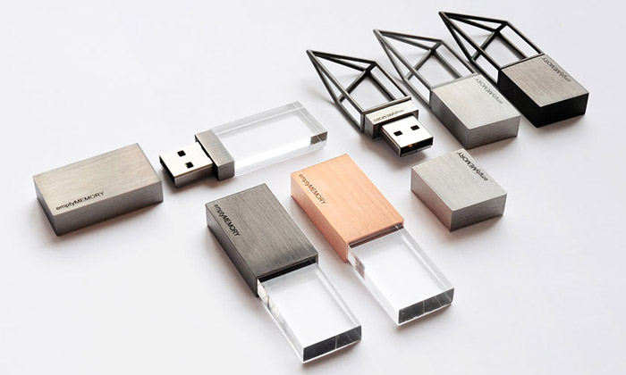 Empty Memory jsou stylové ocelové USB flash disky