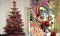 Vánoční strom v muzeu Victoria & Albert v roce 2005 a Kaffe Fassett