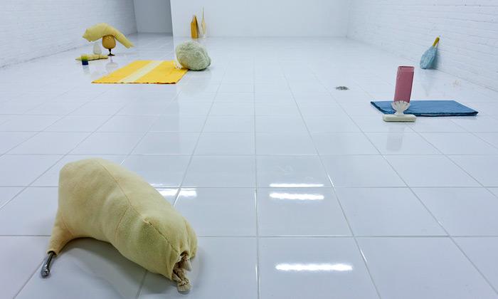Výstava Factory Installed v The Mattress Factory Art Museum: Nika Kupyrová